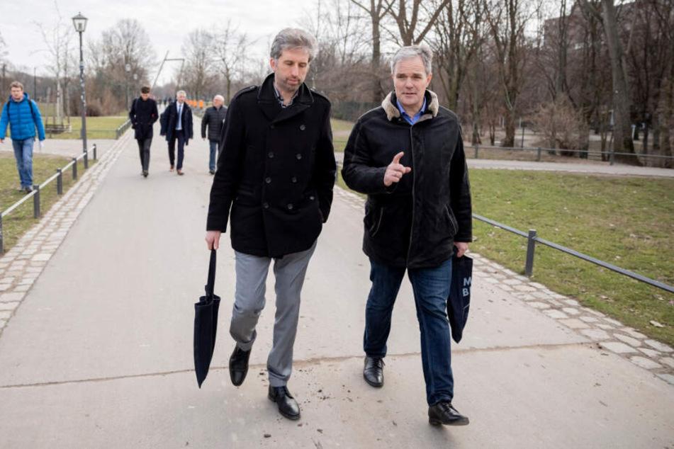 Boris Palmer (links im Bild) und Burkard Dregger gehen bei einer Berlin-Tour durch den Görlitzer Park.