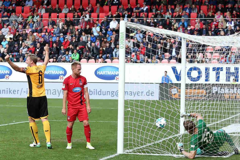 Zuletzt gewann Dynamo beim 1. FC Heidenheim mit 2:0. Hier jubelte Kapitän Marco Hartmann (l.) über das Führungstor von Niklas Kreuzer.