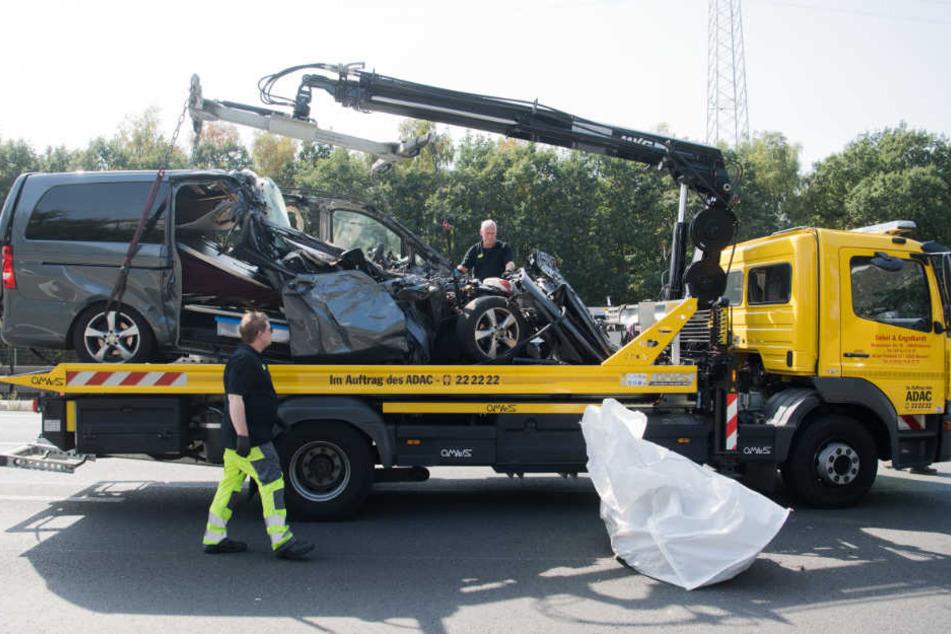 Der Fahrer des Leichenwagens starb bei dem schweren Verkehrsunfall auf der A2.