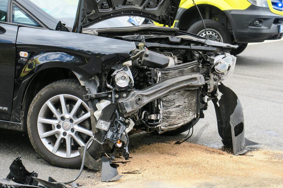 Crash auf Problemkreuzung im Erzgebirge: Autos krachen zusammen