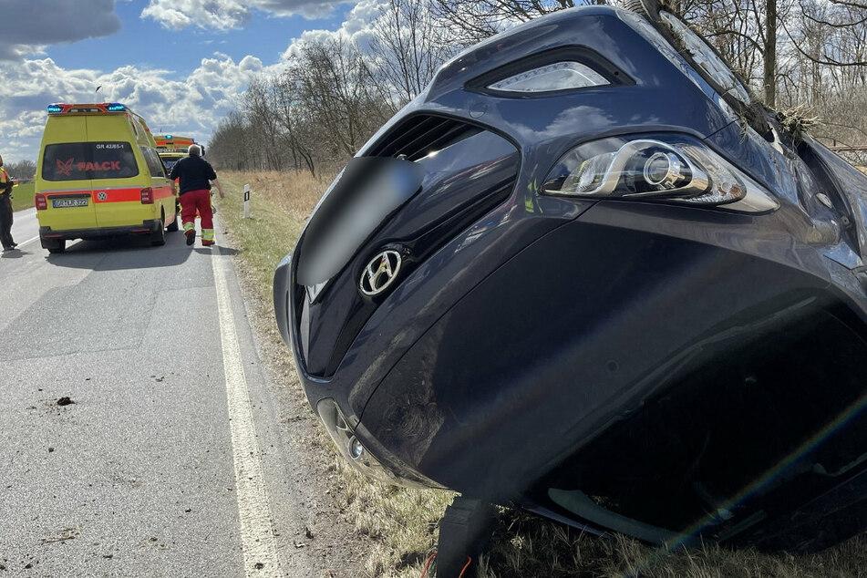 Die Fahrerin (53) landete mit ihrem Auto seitlich auf dem Dach.