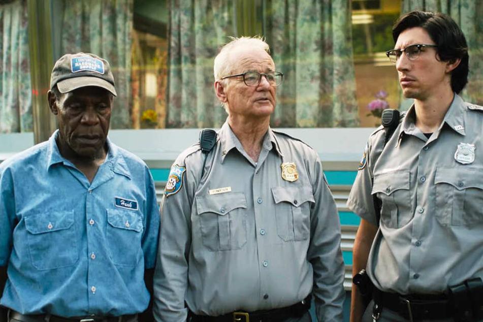 Hank Thompson (l., Danny Glover), Cliff Robertson (M., Bill Murray) und Ronald Peterson (Adam Driver) brauchen einige Augenblicke, um den Anblick im Diner zu verdauen.