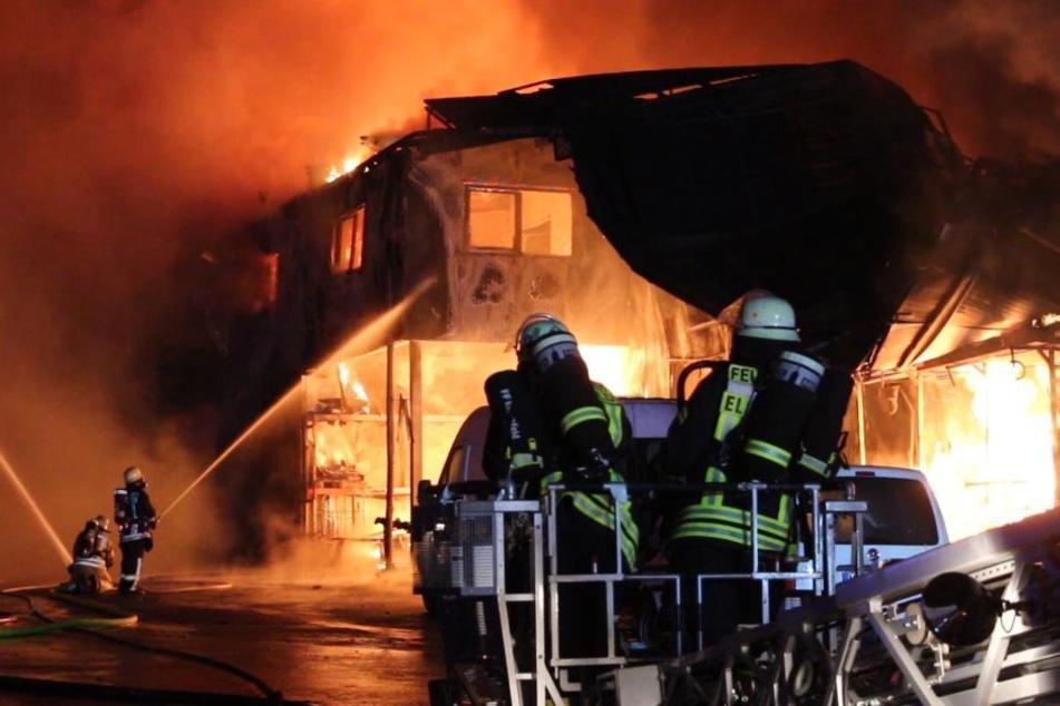 Rund 200 Feuerwehrleute kämpften gegen die Flammen.