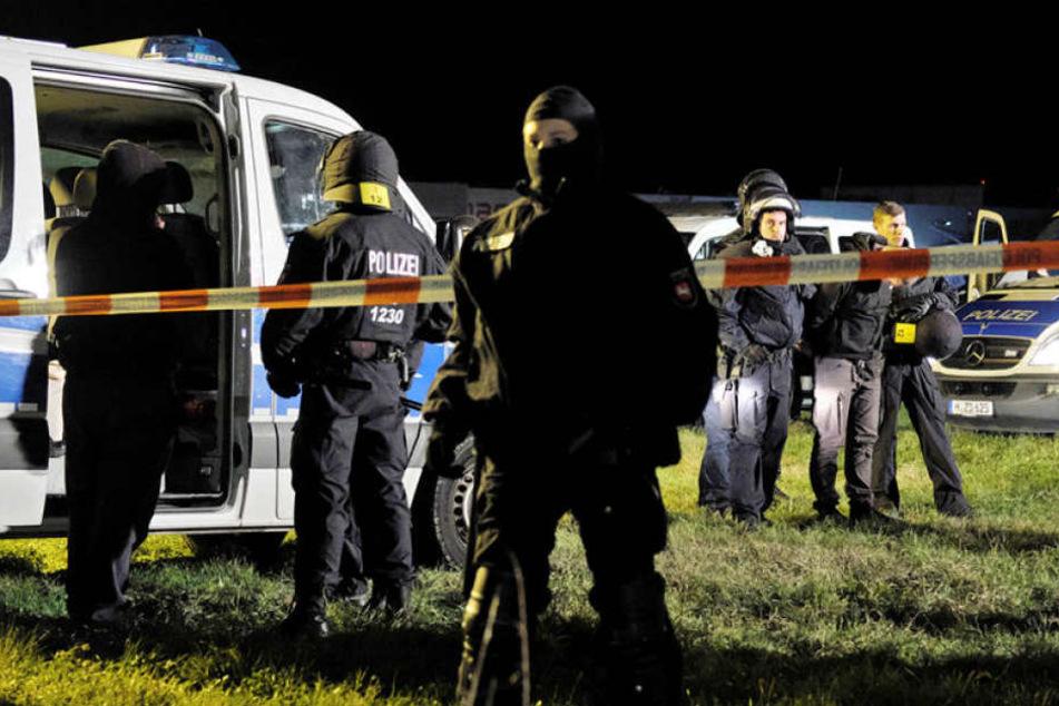 Vor dem brisanten Derby der Fußballclubs aus Braunschweig und Hannover hat die Polizei einen ersten Gewaltausbruch gerade noch verhindert.
