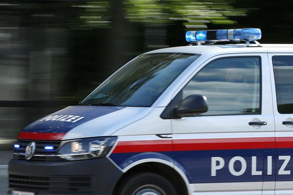 Die Polizei fand eine mehr als nur betrunkene Frau am Tatort vor (Symbolbild).