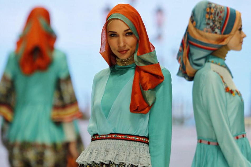 Kopftücher sind ein altes Mode-Accessoire, die in der europäischen Geschichte fest verwurzelt sind. (Symbolbild)