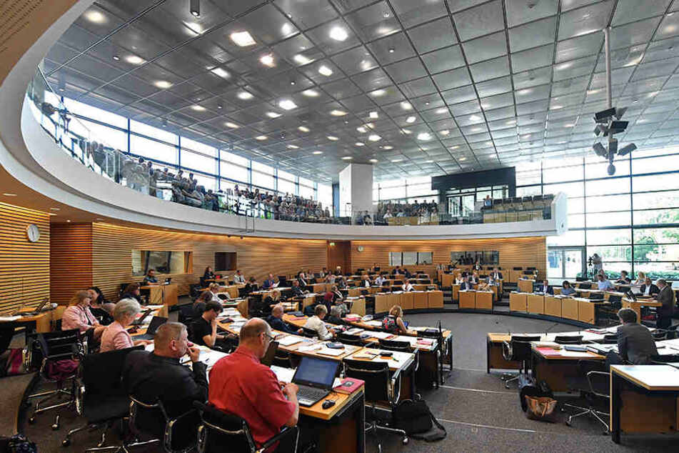 In einer Aktuellen Stunde beschäftigt sich der Landtag mit der steigenden Gewalt im Wahlkampf.