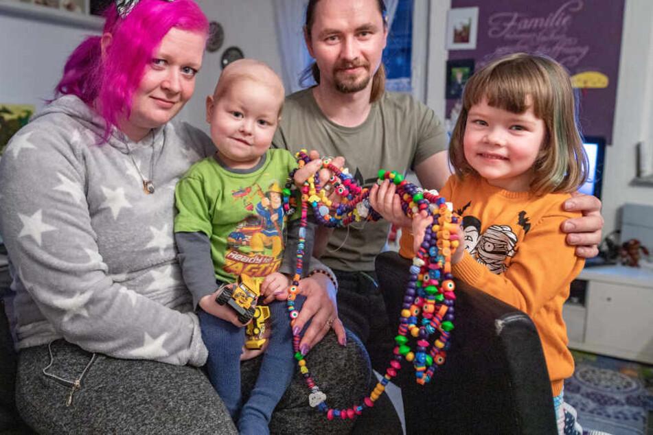 Machen schwere Zeiten durch: Susan Bothmann (32) mit Sohn Elijah (3), Ehemann Enrico (33) und Tochter Samantha (5).