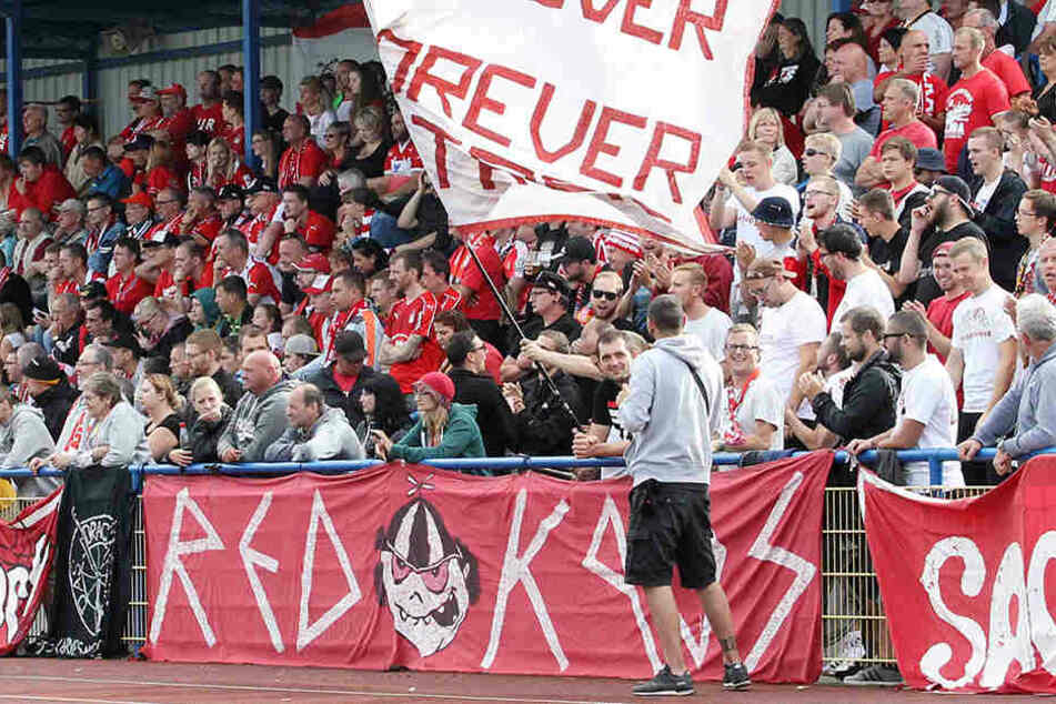 Auch beim Sachsenpokal-Spiel in Reichenbachwar derFSV-Anhang zahlreich vertreten.