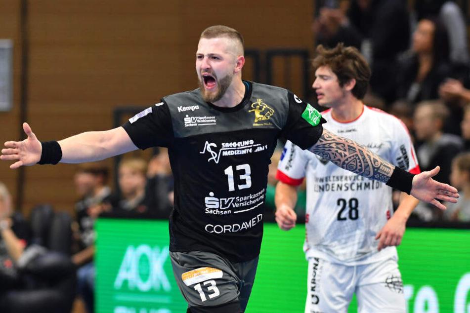 Mindaugas Dumcius jubelt nach einem Treffer für den HC Elbflorenz.