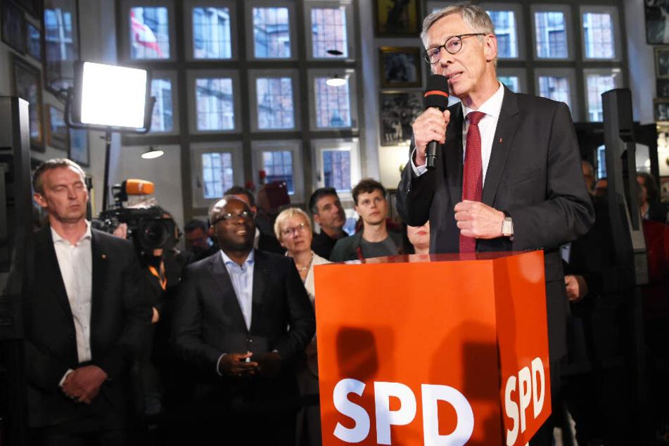 Noch-Bürgermeister Carsten Sieling (60) muss mit der SPD eine historische Schlappe einstecken.