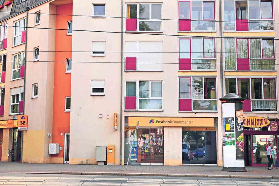 Die Postbank an der Großenhainer Straße wurde 2011 Opfer einer Skimming-Bande.  Noch immer sind nicht alle Täter hinter Schloss und Riegel.