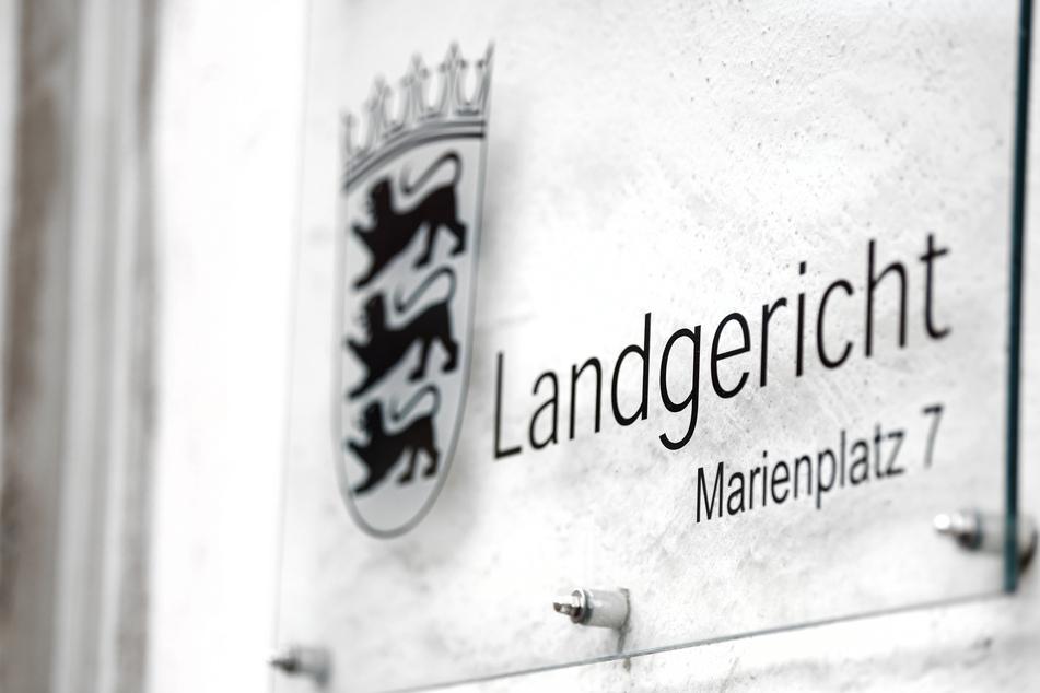 Frau am Bahnhof von Ravensburg niedergestochen: 16-Jährige steht wegen Mordes vor Gericht