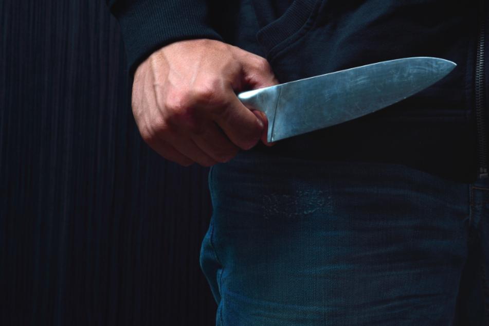 Mann rammt Kumpel Messer in den Oberschenkel: Es soll ein Unfall gewesen sein