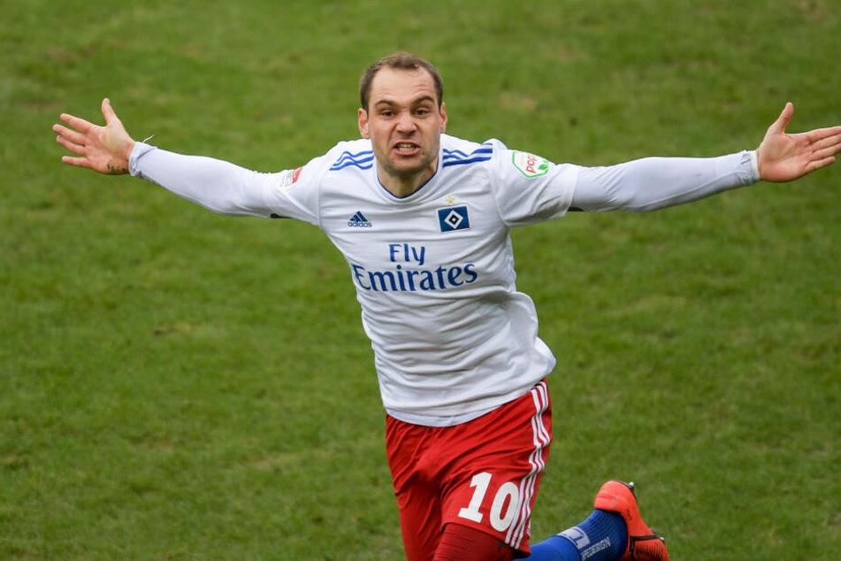 Pierre-Michel Lasogga bejubelt eines seiner beiden Derby-Tore.