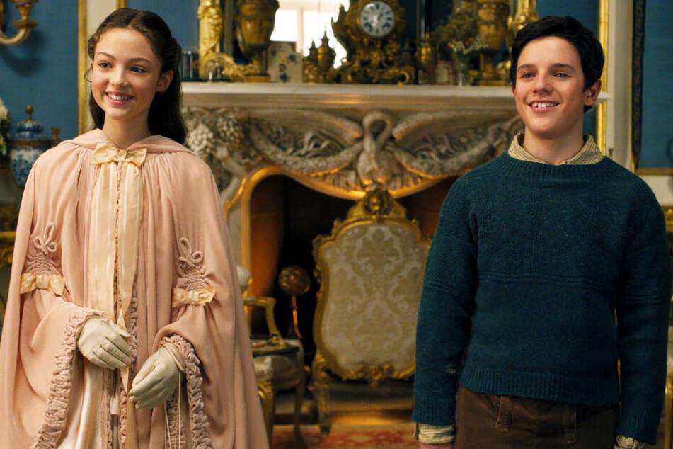 Lady Rose (Carmel Laniado) und Tommy Stubbins (Harry Collett) platzen gleichzeitig in Dr. Dolittles zurückgezogenes Leben.