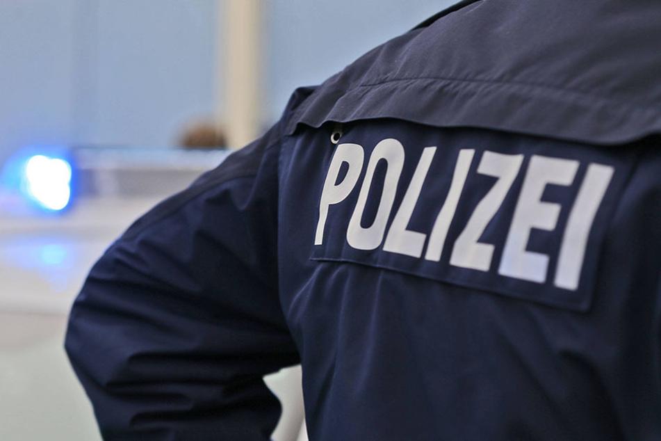 Bei einer gewalttätigen Auseinandersetzung starb ein 53-jähriger Mann. Ein 25-Jähriger wurde deshalb festgenommen.