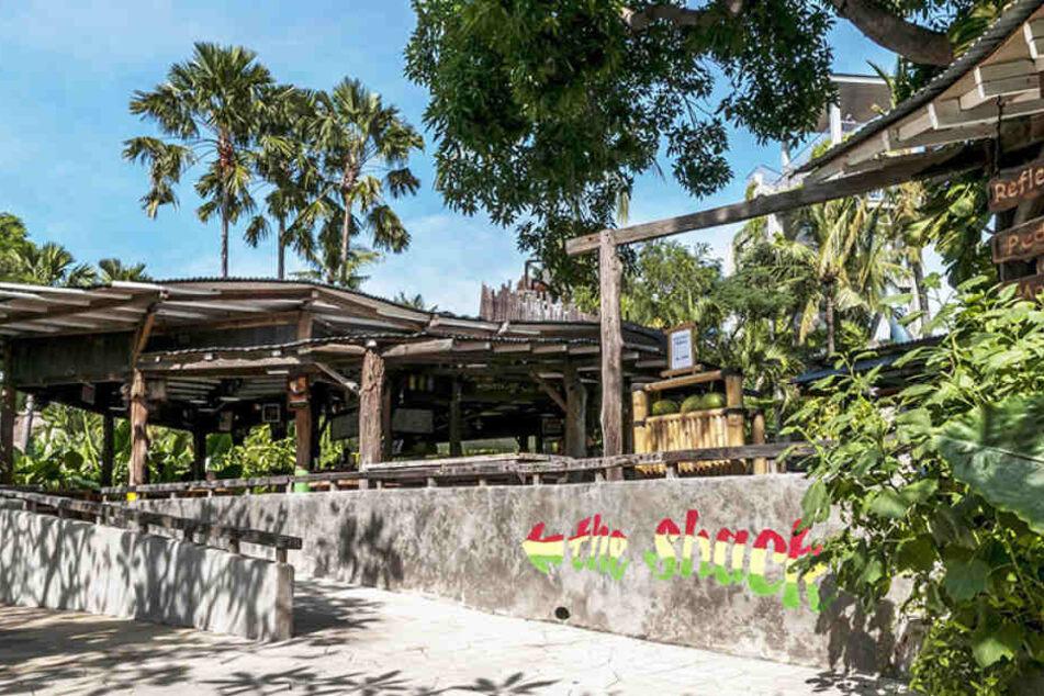 Auf der indonesischen Urlauberinsel Bali ist eine 55-jährige Deutsche einem Gewaltverbrechen zum Opfer gefallen.