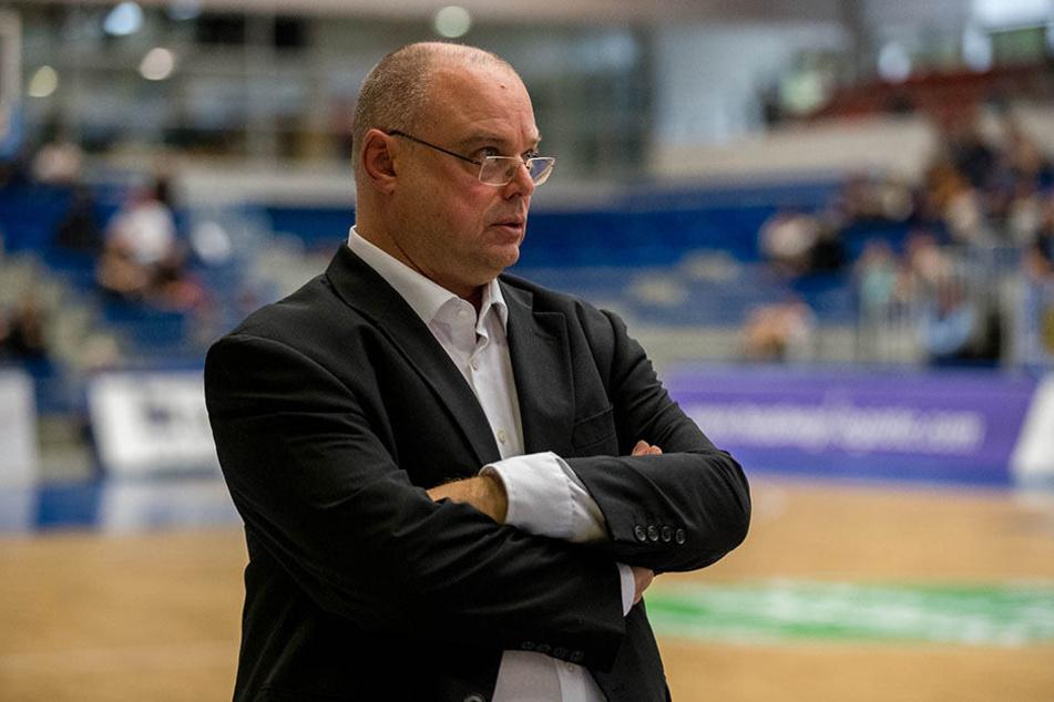 Auf der Stirn von Coach Steven Clauss bildeten sich Sorgenfalten.