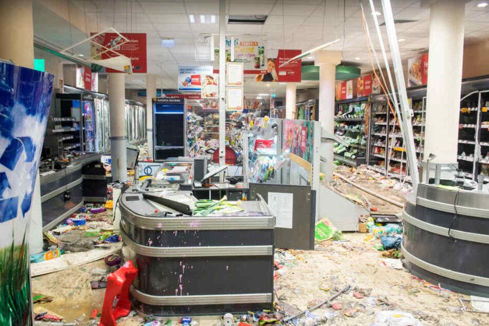 Ein Rewe-Supermarkt im Schanzenviertel ist nach den Plünderungen im Juli 2017 zerstört.