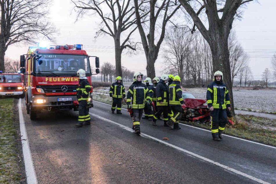 Bei einem schweren Unfall bei Nauen (Havelland) wurde eine 19-Jährige schwer verletzt.