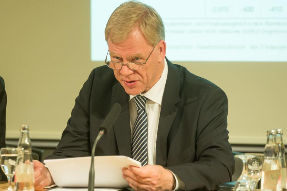 Bei den Solidarpaktmitteln ist in Sachsen alles im grünen Bereich, lobt sich Finanzminister Georg Unland (53, CDU) selbst.