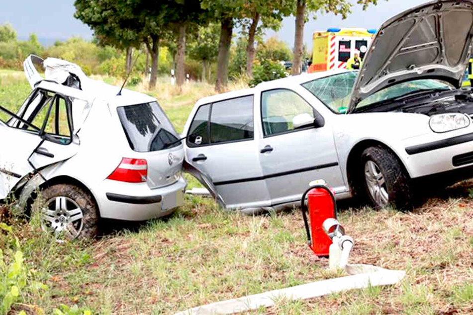 Golf in zwei Teile gerissen! 18-Jährige stirbt bei Unfall