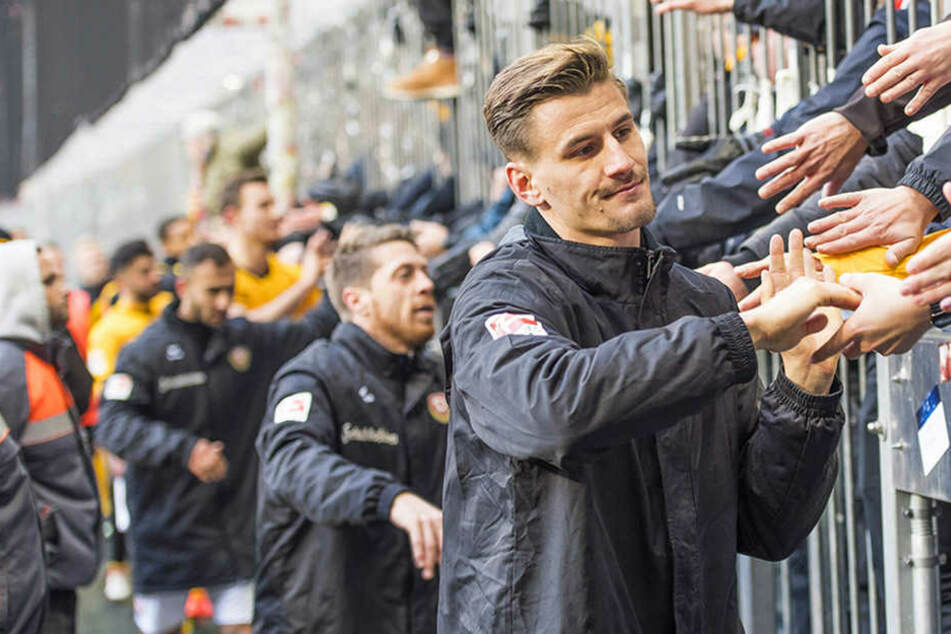Die Spieler stellten sich nach dem verpatzten München-Spiel den Fans.