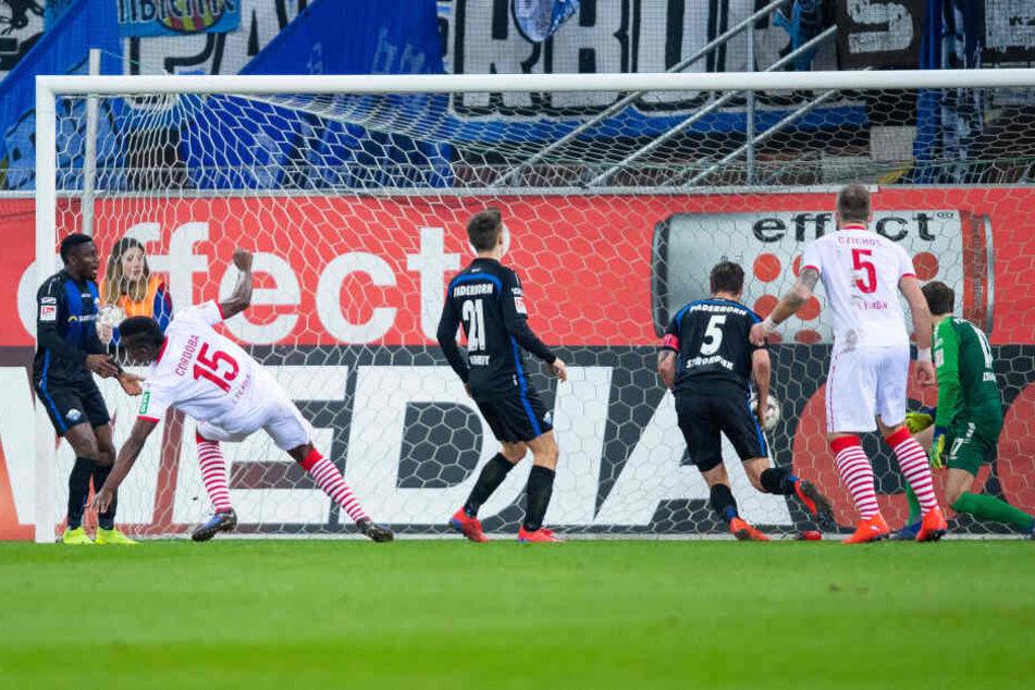 Jhon Cordoba erzielt das Tor zum 1:0 des 1. FC Köln in der 38. Minute.