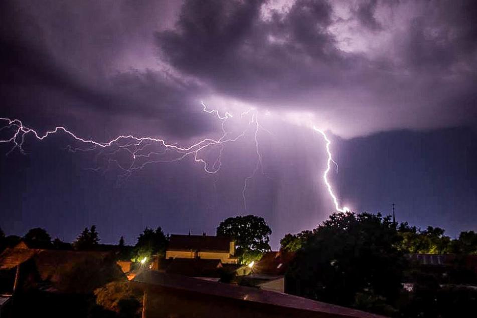 Gewitter wüteten im Süden und Westen Deutschlands, wie hier in Fried.