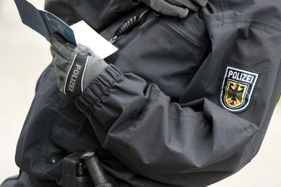 Der Kläger fühlte sich von den Bundespolizeibeamten rassistisch beleidigt. (Symbolbild)