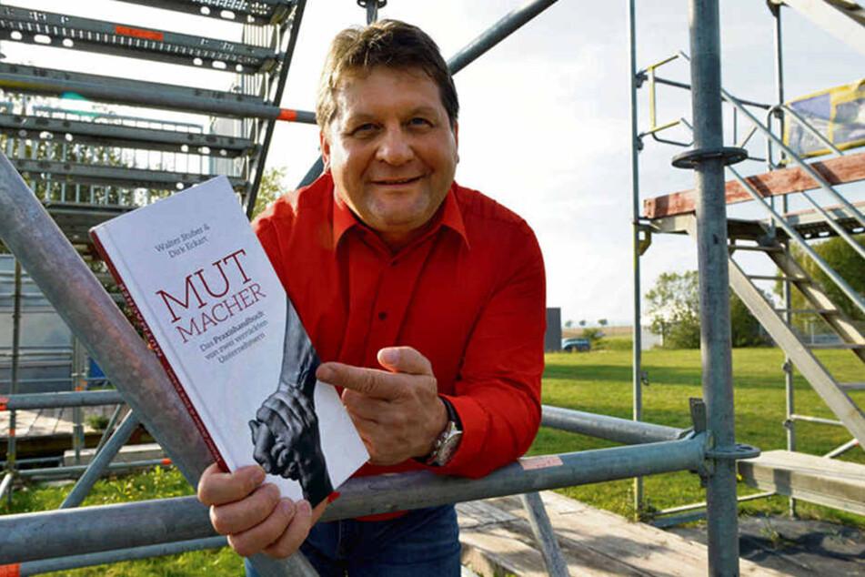 """Die Gerüstbau-Chefs Dirk Eckart (51, im Bild) und Walter Stuber (56) haben auf der Frankfurter Buchmesse ihr zweites Buch """"Mutmacher 2"""" vorgestellt."""