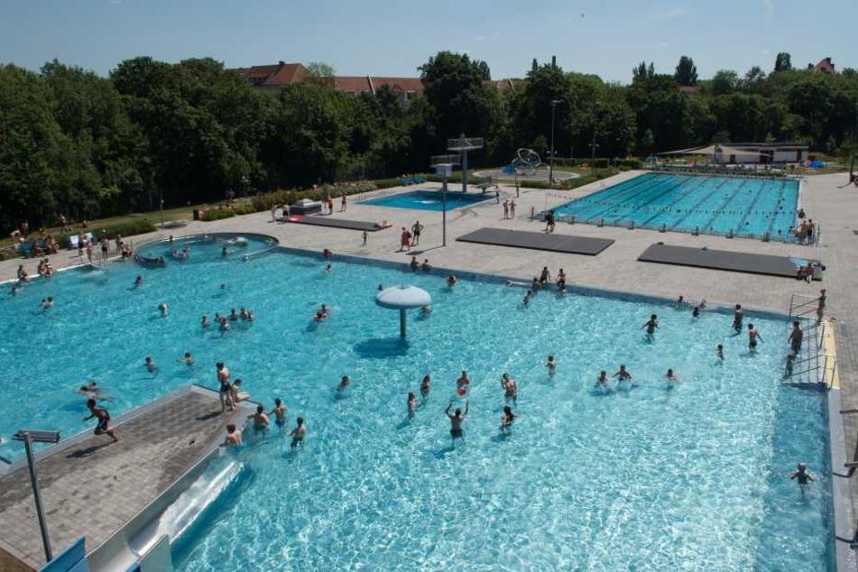 In Thüringen ist die Freibadsaison eher durchwachsen gelaufen, viele Bäder, wie hier in Erfurt, sind trotz Hitze schon geschlossen.