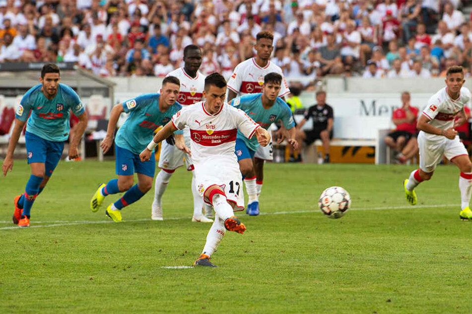 So ein Pech! Erik Thommy scheiterte mit seinem Elfmeter an der Latte und verpasste es so, den VfB zum Sieg zu schießen.