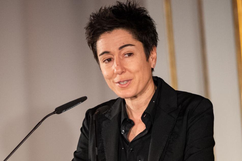 Fernsehmoderatorin Dunja Hayali erhält eine Auszeichnung.
