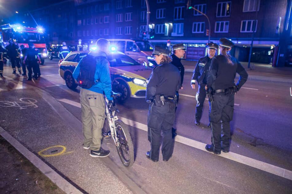 Scheinbar war auch ein Fahrradfahrer in den Unfall involviert. Dre junge Mann kam aber offenbar mit viel Glück unverletzt davon.