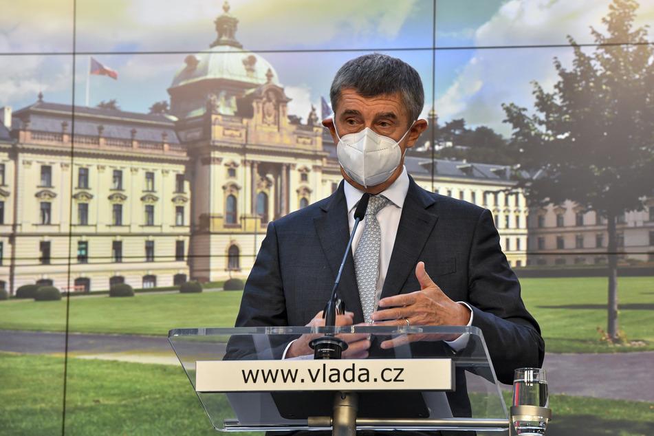 Andrej Babis, Ministerpräsident von Tschechien, spricht auf einer Pressekonferenz, nach außerordentlichen Regierungsgespräche über weitere Corona-Maßnahmen.
