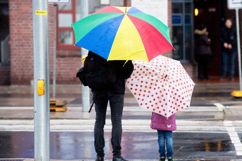 Holt die Regenschirme raus! Das Wetter bleibt die kommenden Tage in Hamburg regnerisch.