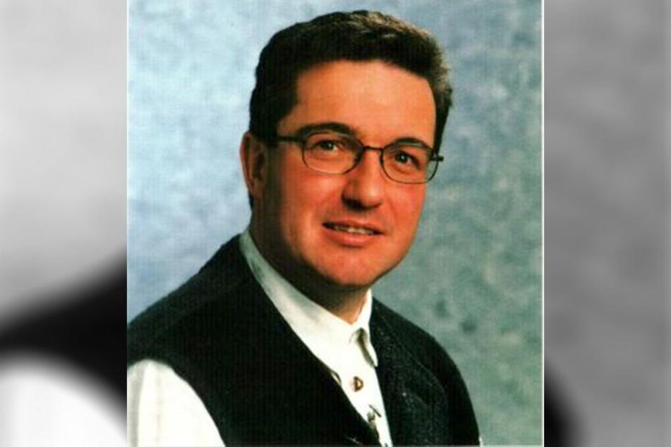 """Karlheinz Gross (†38), Manager der Volksmusikgruppe """"Kastelruther Spatzen"""", starb am 6. März 1998 in Magdeburg."""