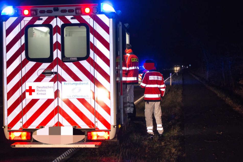 Nach seinem Unfall musste der Mann von den Rettungskräften vor Ort versorgt und in eine Klinik gebracht werden.