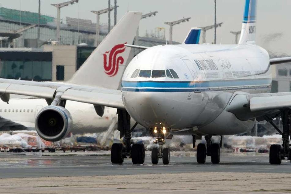 Eine Kuwait Airways Maschine auf dem Flughafen Frankfurt am Main.