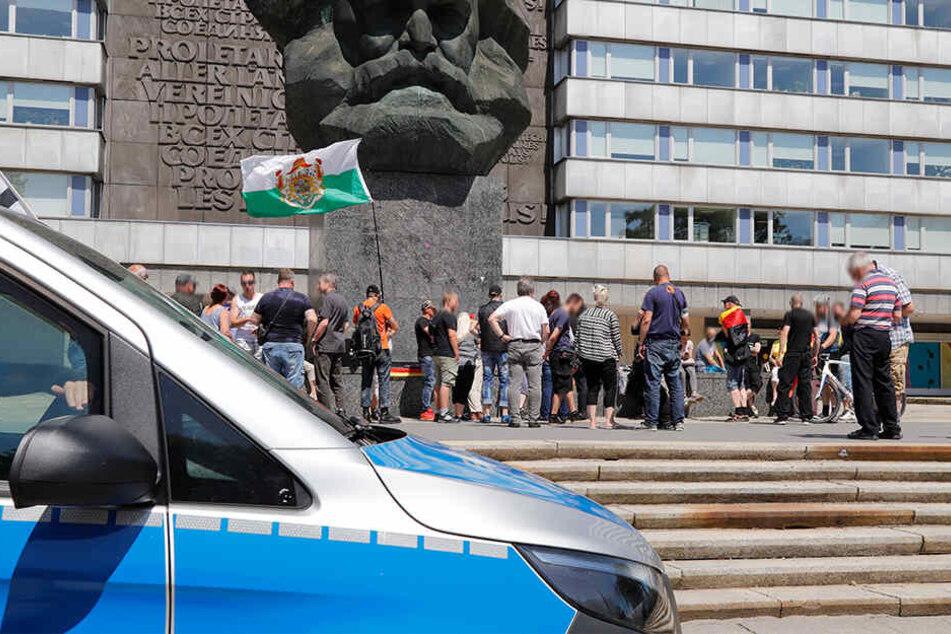 Nach einem Messerangriff am Samstag fand am Sonntag am Marx-Monument eine Spontandemo statt.