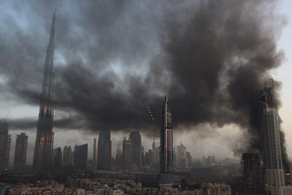Eine riesige Rauchwolke legte sich über Dubai.