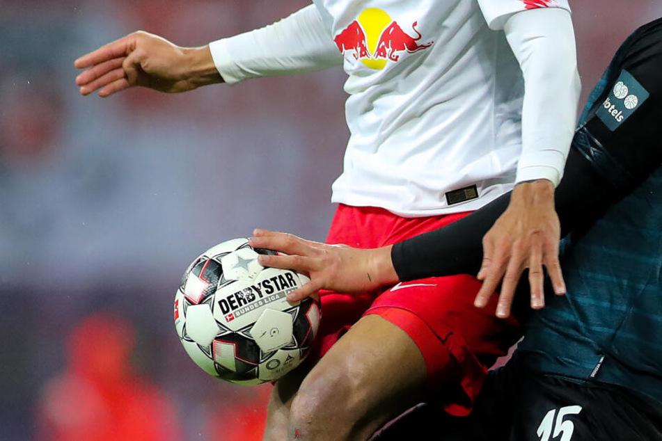 Entscheidungen bleiben umstritten: Zur Saison 2019/20 wurde die Handspielregel in der Liga angepasst (Symbolbild).