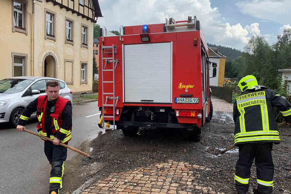 Die Feuerwehr hatte am Freitagnachmittag in Geyer viel zu tun.