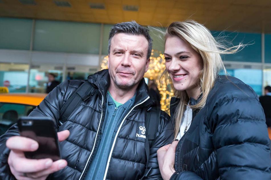 Das muss sein: Chefcoach Alex Waibl machte beim Wiedersehen ein Selfie mit Kristina Mikhailenko.