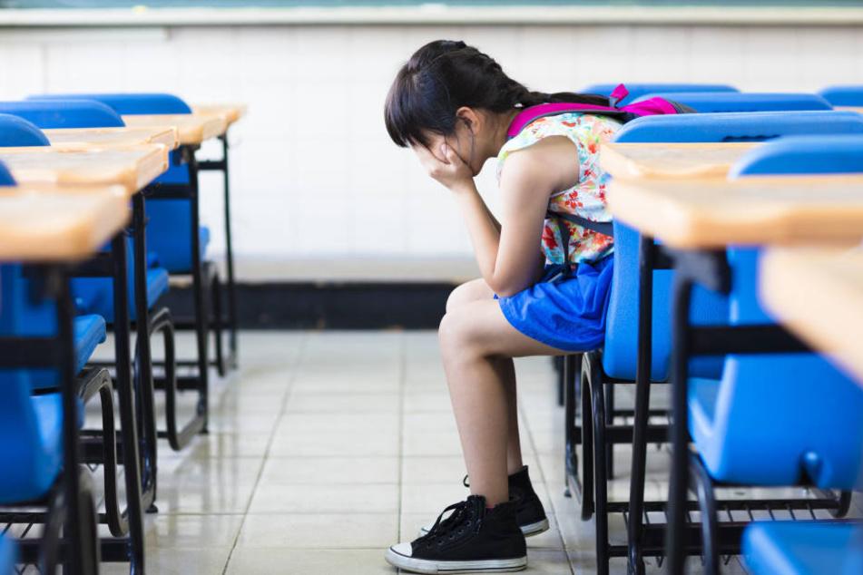 Vorgeführt werden, vor allen Mitschülern! Ungefähr das schlimmste für Kinder.