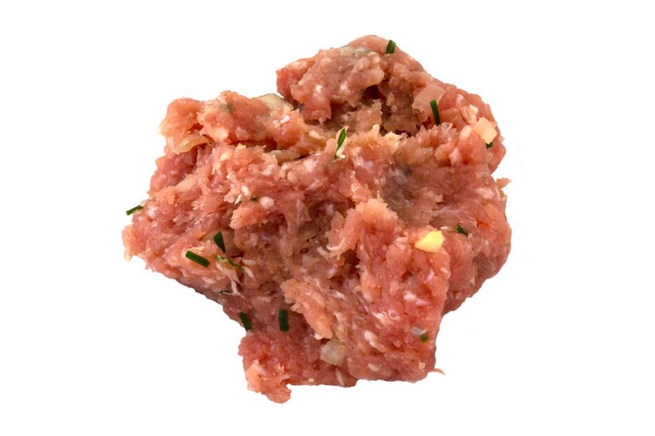 Die Streichmettwurst wird als lose Ware über Fleischtheken verkauft. (Symbolbild)