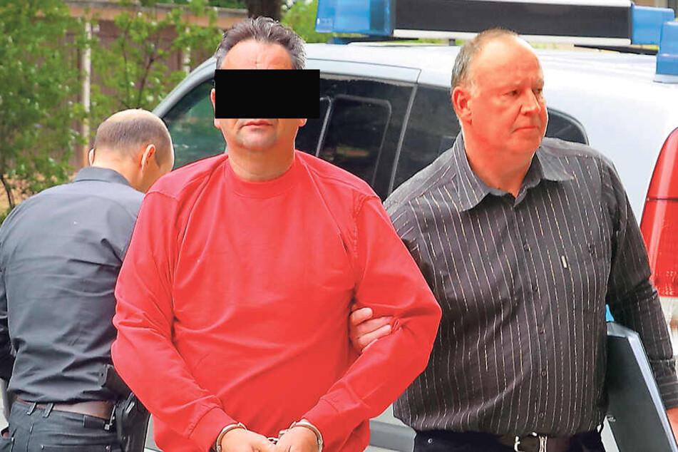 Er soll seine eigenen Kinder ermordet haben: Der dringend tatverdächtige Familienvater Laurent F. (55) wurde Freitagmittag vom Chef der Mordkommission Frank Haschke (53) zum Haftrichter gebracht.