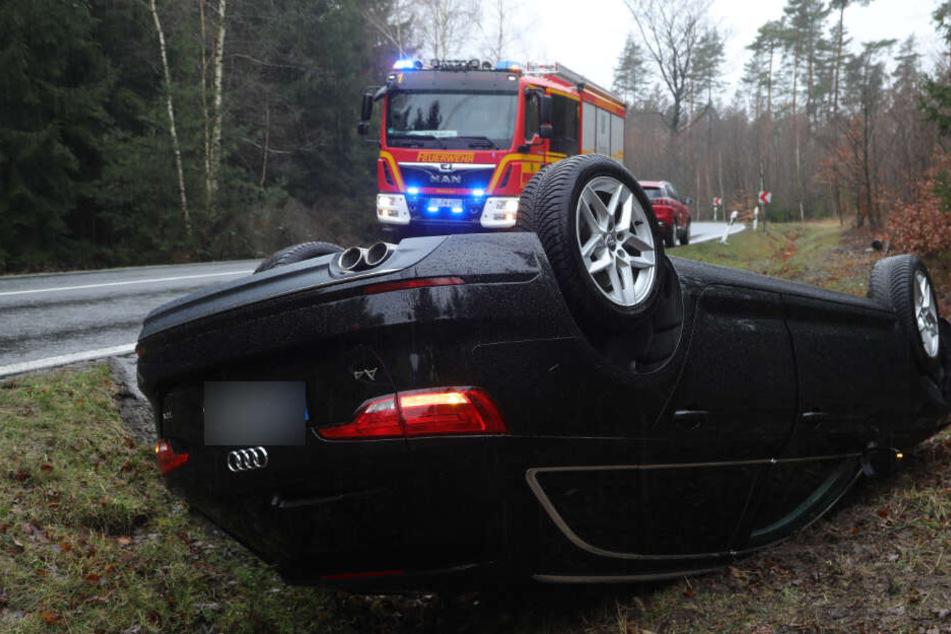 Auto landet in Dresdner Heide im Straßengraben